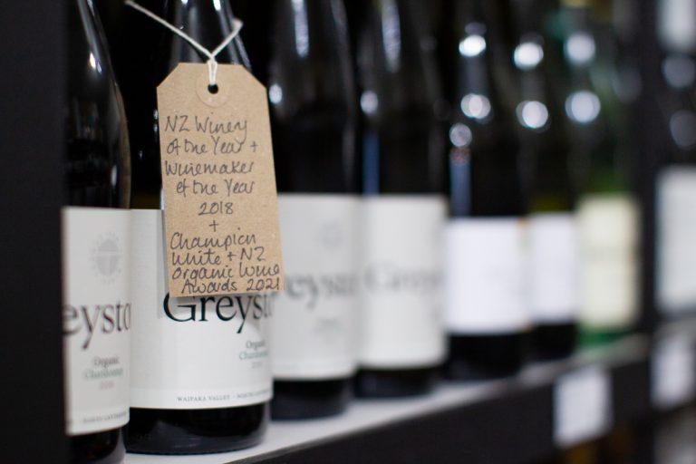 Descriptive wine tag on brown paper